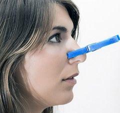 Основні симптоми риніту - це закладеність носа